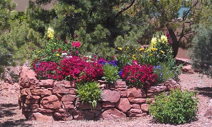 Garden desert scape sedona for Garden design llc