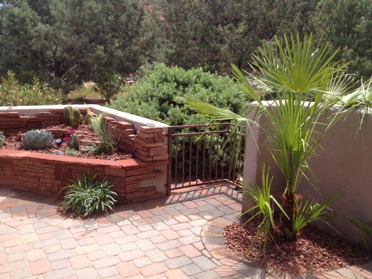 Hardscape desert scape sedona for Low maintenance desert plants